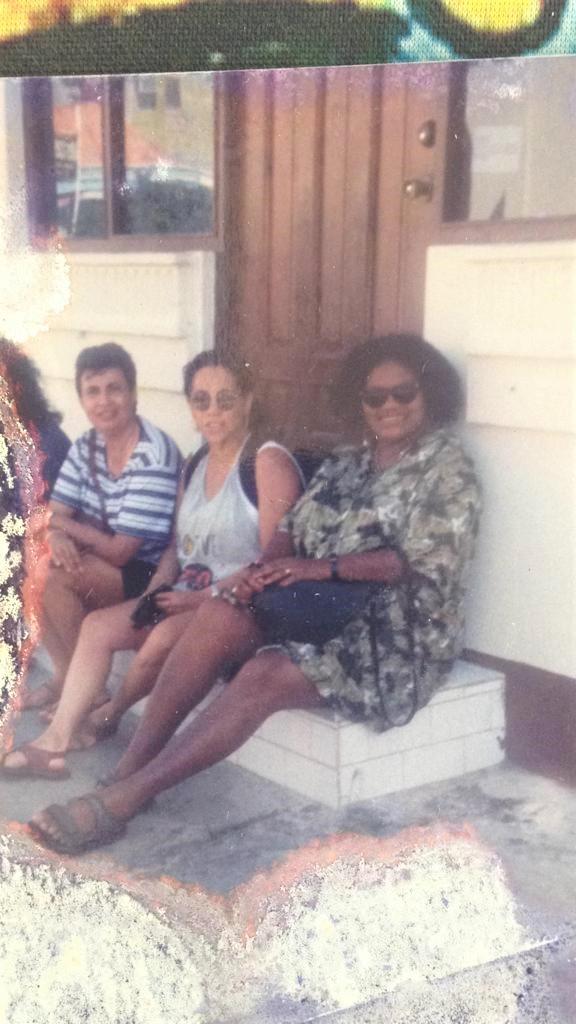 160 Henna Carla en Nadia in Aruba in 1996.jpg