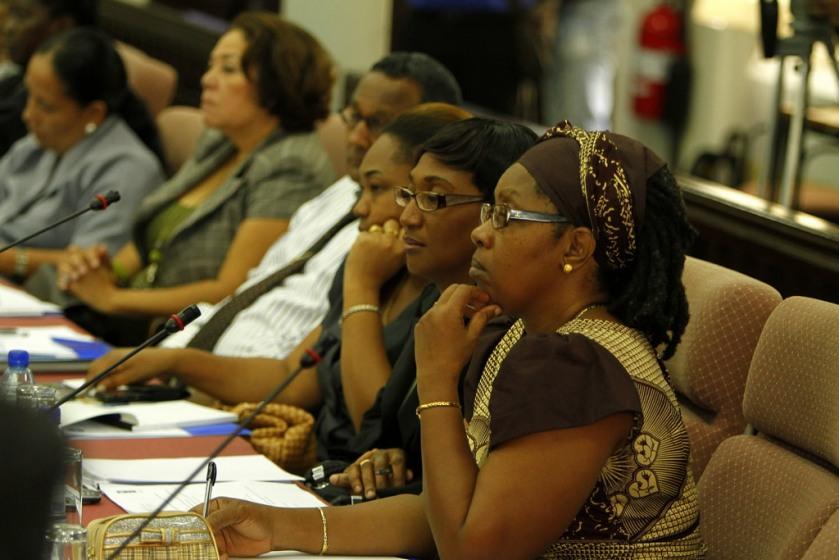 77 Een sessie van de UNDP Suriname en DNA over meer participatie van vrouwen in de politiek